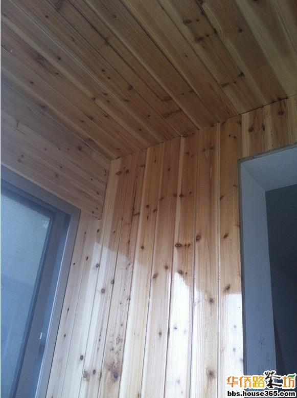 全杉木板的榻榻米阳台,颇有桑拿房的赶脚啊