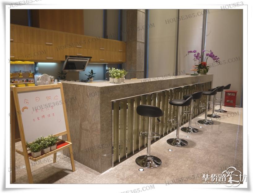 水吧台暂时供应英式红茶,金牌绿茶,大家还有啥想喝滴,赶紧来点单了.图片