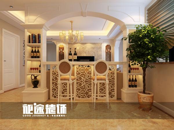 运用欧式造型罗马柱把休闲区与客厅