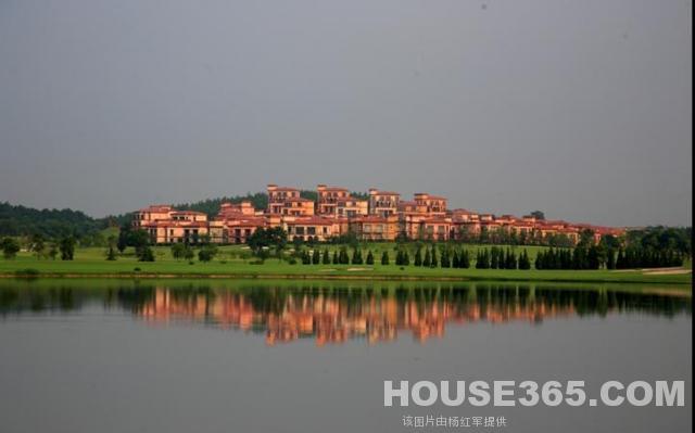 百美山庄出售二手房房源_南京太阳岛高尔夫球场半山.