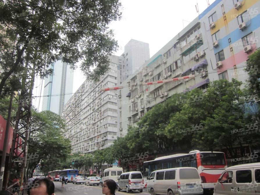 金鹏大厦4室2厅2卫150.9平方产权房毛坯