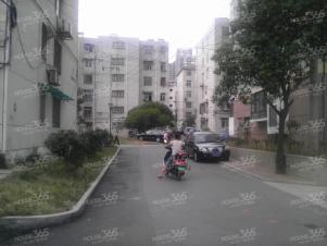 岳西新村 两室一厅 环境好 交通便捷 临近地铁口 家电