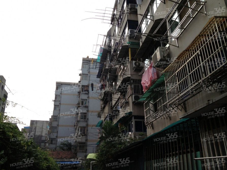 小卫街小区1室0厅1卫13平米整租简装