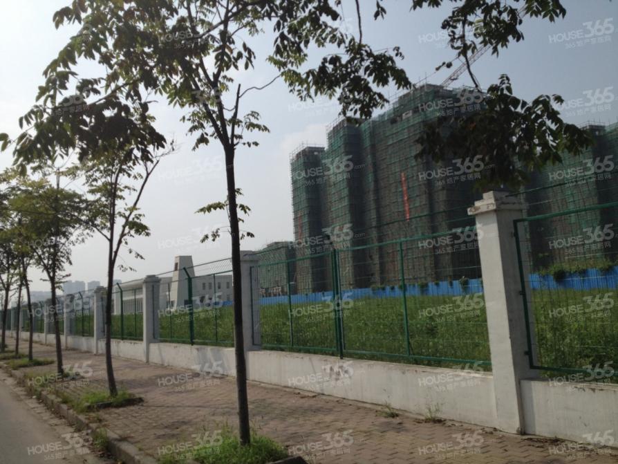 龙海骏景2室2厅1卫89.1平方产权房毛坯