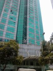 新街口德基广场正对面 新华大厦高层豪装 户型正半层出租全套家具