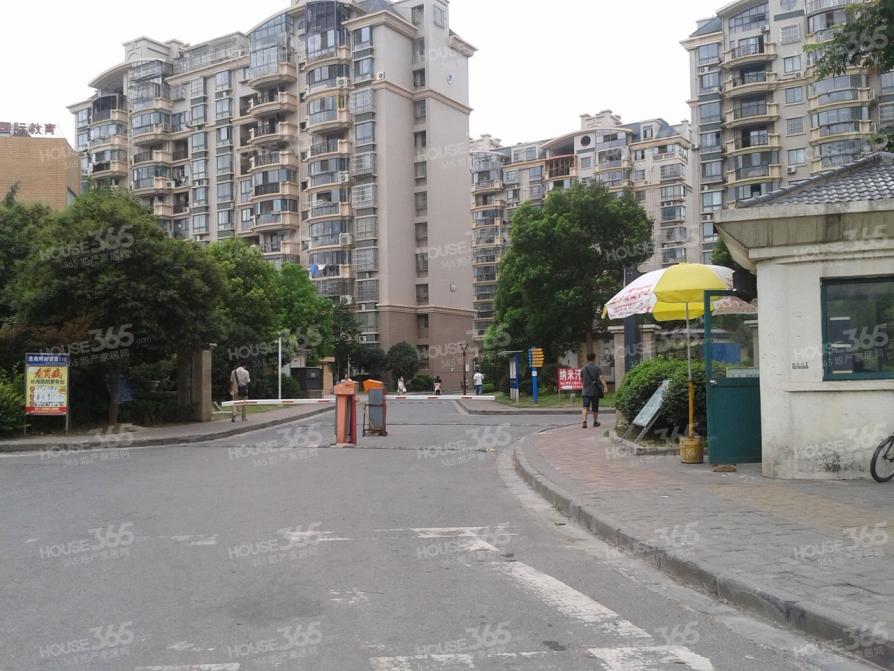 明发滨江新城4室2厅1卫144平米合租精装
