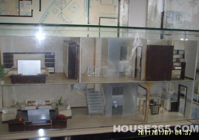 超便宜新客运站旁复式公寓房精装150平米3房2卫1厅1厨只售85万!