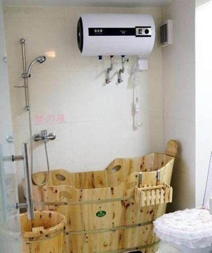 小户型卫生间效果图:简洁木桶设计