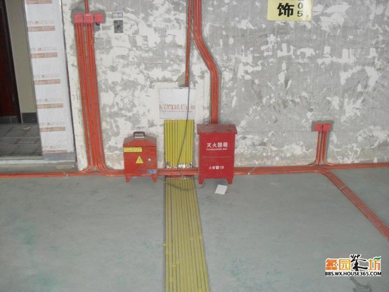 ...开槽;线管排布要横平竖直;水管全部从顶上走管;水管与线管交叉...